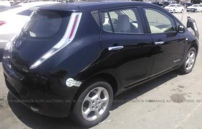 Nissan Leaf целый за $6500 изображение 4